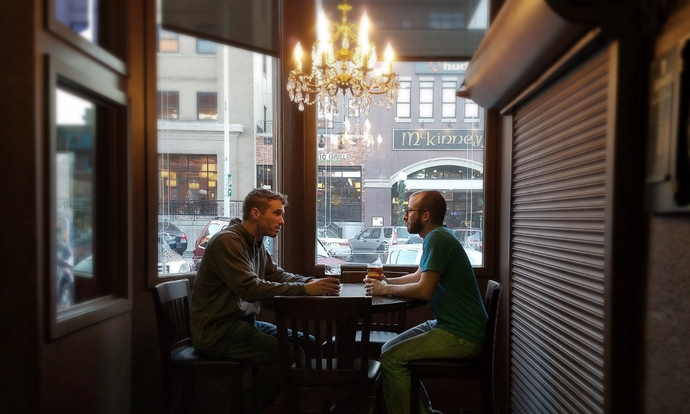 networking-at-a-bar